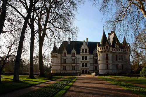 Azay le Rideau Castle - Built in the 16C in a Renaissance style, this castle is a beautiful edifice with a remarkable collection of tapestries.