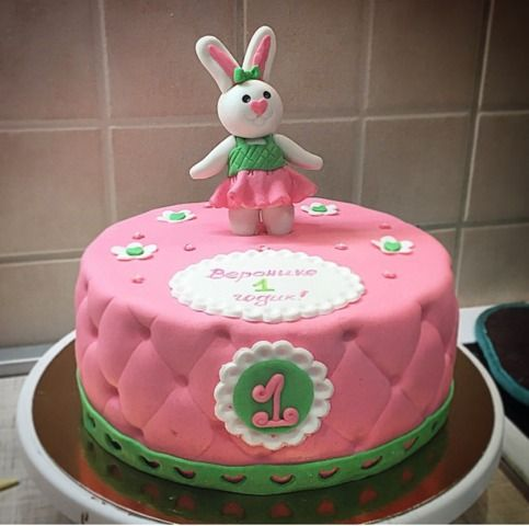 детский торт, заказать детский торт, детский торт с зайчиком, розовый детский торт, заказать торт на праздник, праздничный детский торт, купить торт на праздник, купить детский торт на праздник