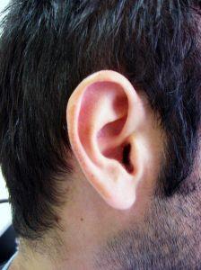 Ohren reinigen & putzen: Hausmittel für die richtige Ohrenpflege - https://hausmittelhexe.com/verstopfte-ohren-reinigen-putzen-hausmittel-fuer-die-richtige-ohrenpflege/
