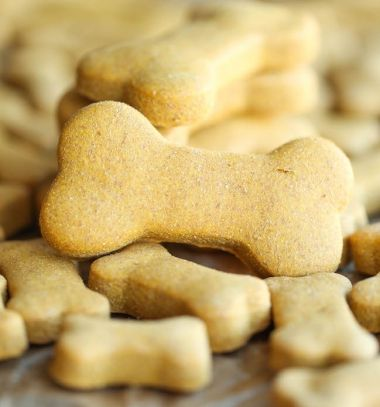 Easy peanut butter homemade dog treats // Egyszerű mogyóróvajas kutyakeksz házilag // Mindy - craft tutorial collection