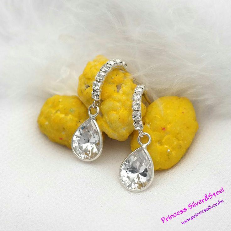 Cirkónia kristályos ezüst félkör fashion fülbevaló. Bővebb információ itt: www.princessilver.hu