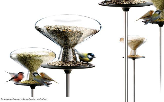 Poste para alimentar pájaros silvestres de Eva Solo.