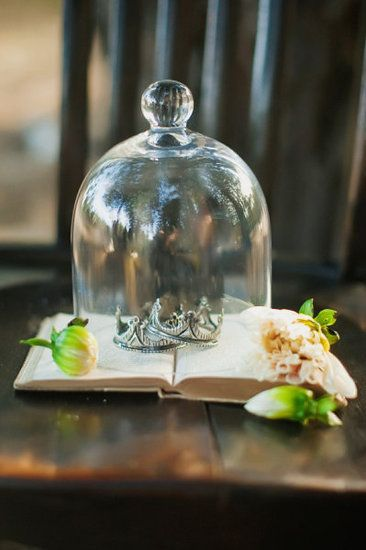 Storybook Crown Decor Photo by Tinywater Photography via Style Me Pretty