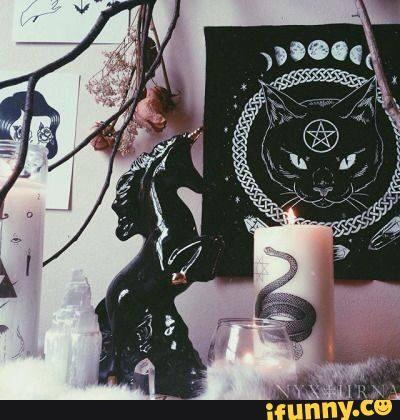 Resultado de imagen para pastel goth bedroom