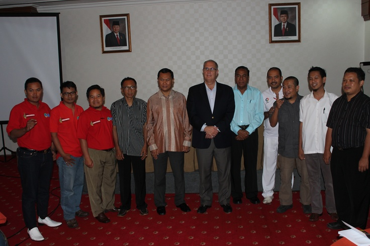Pengusaha asal lampung foto bersama Presiden IIBF, Ir. H. Heppy Trenggono, M. Kom