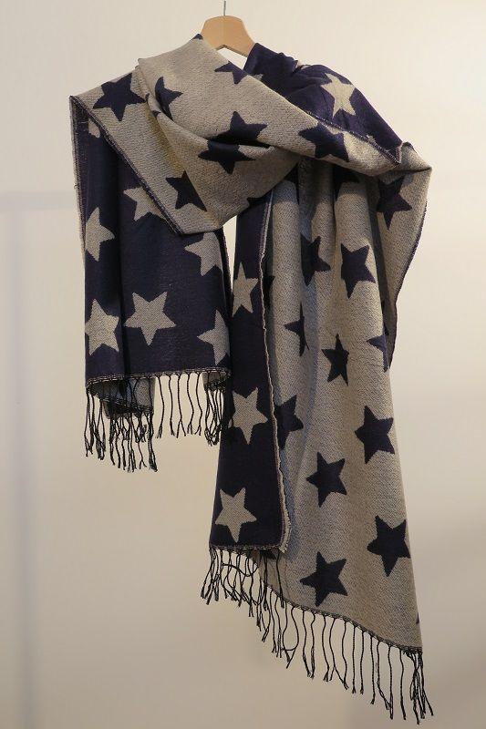 ¡Escribe a info@escampe.com para conseguir tu pañuelo de moda por 10€!  Pañuelo maxibufanda de estrellas, reversible (azul y beige)