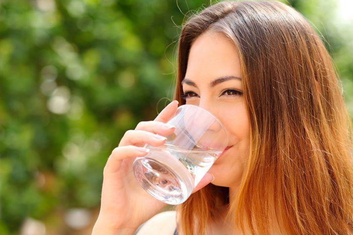 Los sofocos son uno de los síntomas más comunes de la menopausia. Estos bochornos pueden ser muy molestos, sobre todo si se manifiestan con bastante frecuencia e intensidad. Pero no te preocupes, existen multitud de consejos y remedios que puedes seg