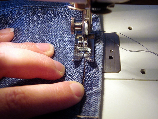 Anleitung zum kürzen von Jeans by letizia.lorenzetti, via Flickr