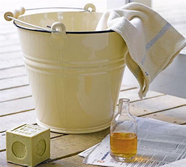 Υπάρχουν πολλοί φυσικοί σύμμαχοι στην καθαριότητα του σπιτιού που δεν επιβαρύνουν την υγεία και το περιβάλλον. Τα απορρυπαντικά περιέχουν πολύπλοκα χημικά κοκτέιλ αποτελούμενα από διαλυτικά, αρώματα, λευκαντές κ.λπ. Πολλά συστατικά τους είναι παράγωγα του πετρελαίου και παρόλο που οι κατασκευαστές του συνήθως υποστηρίζουν ότι είναι βιοδιασπώμενα, αυτή η διάσπαση καθυστερεί αρκετά με αποτέλεσμα τον σχηματισμό …