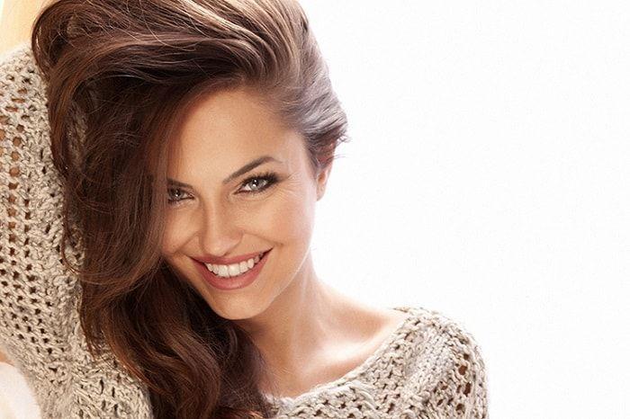 Saç tellerinizi kalınlaştırmak için evde doğal malzemelerle yapabileceğiniz maskeleri, saçlara uygulanışını ve faydalarını sıraladık.