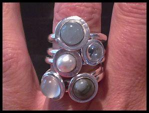 5 art clay silver ringen. met zoetwaterparel, aquamarijn cabochon, blauwe topaas cabochon, smaragd cabochon en witte maansteen cabochon
