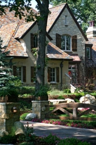 17 best images about house exterior ideas on pinterest for Brick houses without shutters