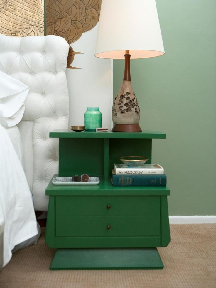 Bedroom With Green Nightstand Featured Drawers : Refurbishing Your Nightstands