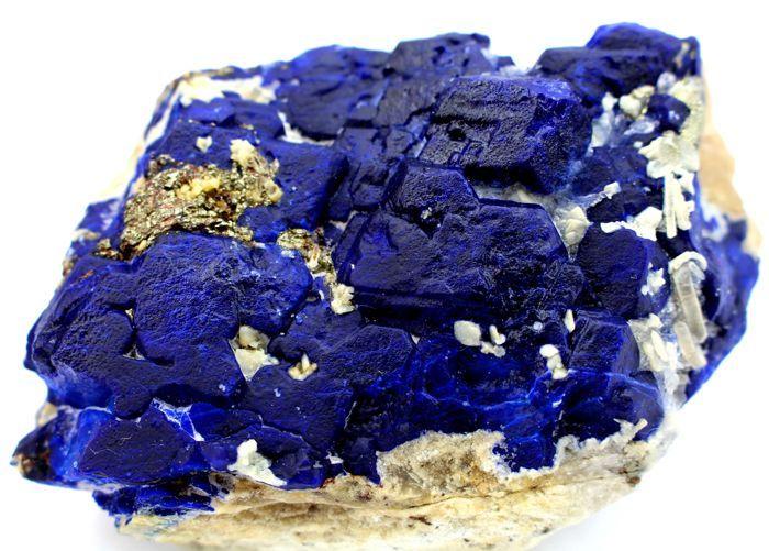 Zeldzame Koningsblauwen Lapis Lazuli kristallen met gouden Pyrite op calciet Specimen - 99 x 61 x 60 mm - 435gm  Hier presenteren een enorme grootte uiterst zeldzaam Top klasse uniek elektrische Bule Lapis Lazuli kristallen met gouden Pyrite op calciet exemplaar. Het model heeft perfecte zelf staande en esthetische positie waardoor het een perfecte display-model.Zie je veel dingen de foto's spreken voor zich hoewel het is heel moeilijk om haar schoonheid in foto's te vangen!Een grote en…