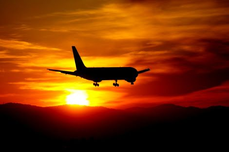 飛行機 夕焼け - Google 検索