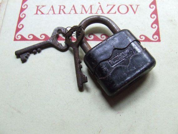 Piccolo antico lucchetto  1950 con coppia di di AntichiRicordi