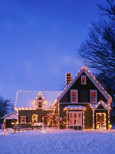 https://i.pinimg.com/736x/e4/46/d2/e446d228d7193cd627a6cbbecb62603f--holiday-lights-christmas-lights.jpg