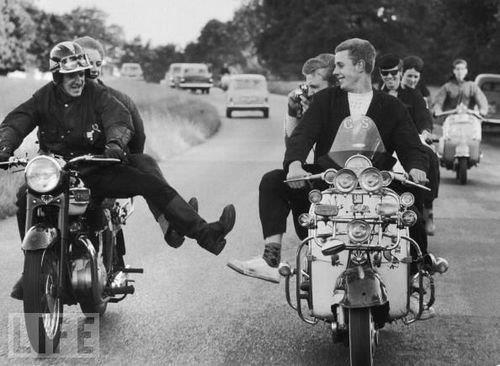 Mods and Rockers having a laugh together!
