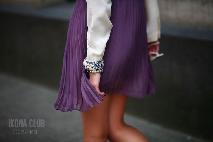 #STREET #FASHION #CASUAL #STYLE #BLOG #ACCESSORIES #SKIRT #PLISSE #BLOUSE #BROOCH #BANGLE