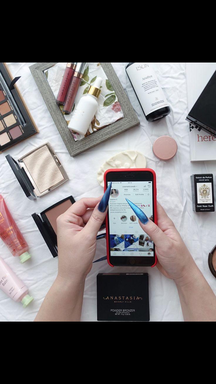 Are you following me on instagram @cosmeticsnob? #beautyblogger #stilettonails #acrylicnails #flatlay #abhamrezy #farsali #tizianaterenzi #pixiroseelixir