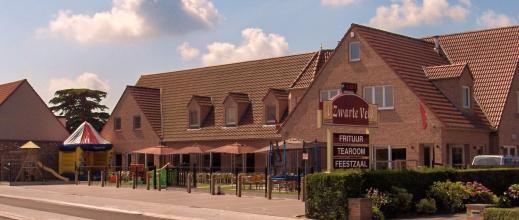 't Zwarte veld, Knesselarestraat 180 te Oedelem. Restaurant - Tearoom. Afgesloten speeltuin (springkasteel, trampoline, schommel, speeltjes, ...) Aanrader om met de kindjes te gaan in de zomer.