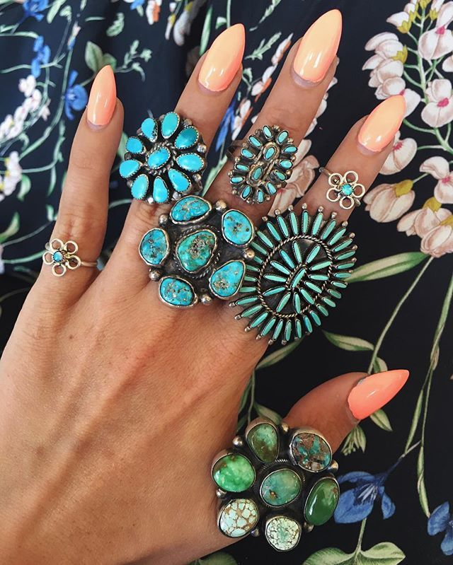 ❀✿❀ PSŸCHEDELÏC florals in the office today ❀✿❀❀✿❀❀✿❀ #childofwild #turquoise