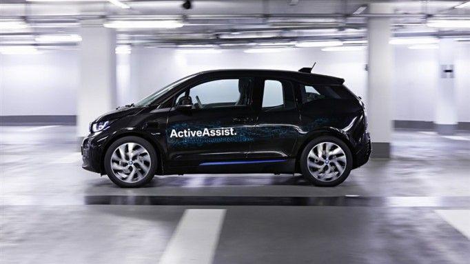 Kol saatiyle aracınızı park etmek ister misiniz? Günümüzde akıllı teknolojilerin herkesin hayatını kolaylaştırdığı bir gerçek ve bugün gelinen noktada artık bilim kurgu filmlere taş çıkaracak yeniliklerle karşılaşmaya başladık. Akıllı telefon teknolojisinin saatlere entegre edilmesi ve hayatımıza girmesi ile oldukça hızlı gelişme gösteren teknolojik yeniliklerden otomobil piyasası da nasibini alıyor.