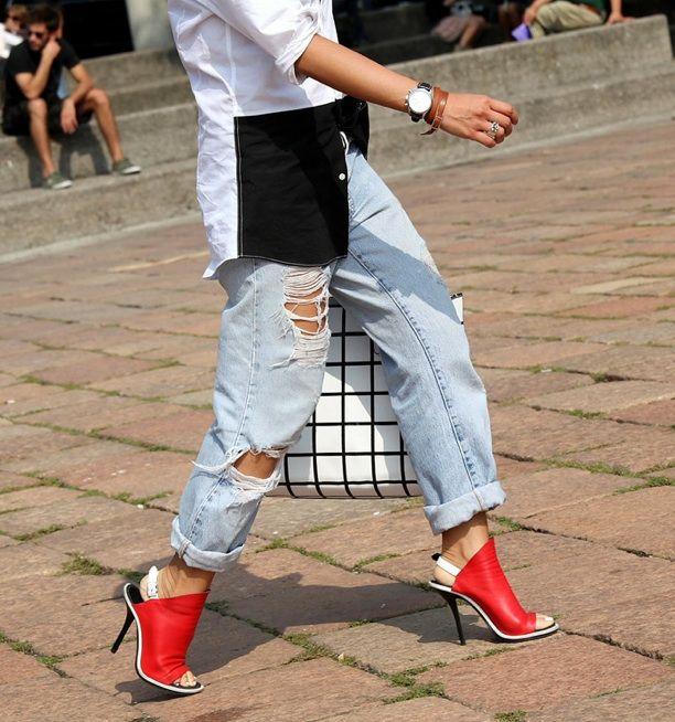 Signaalkleur! Rode Balenciaga schoenen die doen omkijken..