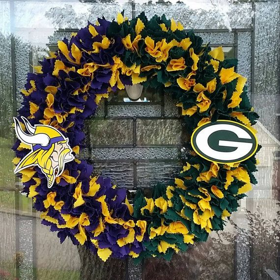 Green Bay Packers vs Minnesota Vikings House Divided Wreath   Check out this item in my Etsy shop https://www.etsy.com/listing/243282999/green-bay-packers-vs-minnesota-vikings
