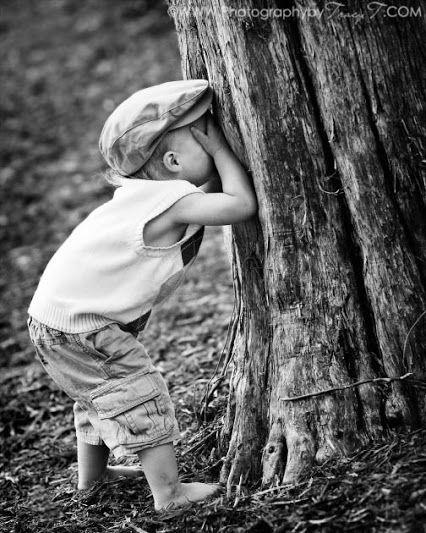 I bambini Giocano a nascondino, come i grandi giocano all'Amore..... I primi cercano gli Amici nascosti, i secondi......gli Amori Nascosti!!!