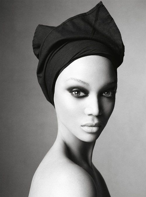 Model tyra banks steven meisel iconic fashion photographer has photgraphed every cover of vogue italia since 1988