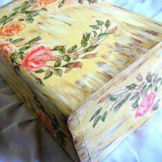 #Cutie #lemn masiv, #cufăr #design cu #trandafiri şi #fundal #antichizat / #Solid #wood #box, design with #roses and #antique #background / #장미와 #골동품 #디자인 #배경을 #가진 #단단한 #나무 #상자. https://handmade.luxdesign28.ro/produs/cutie-lemn-masiv-cufar-design-cu-trandafiri-si-fundal-antichizat-21941/