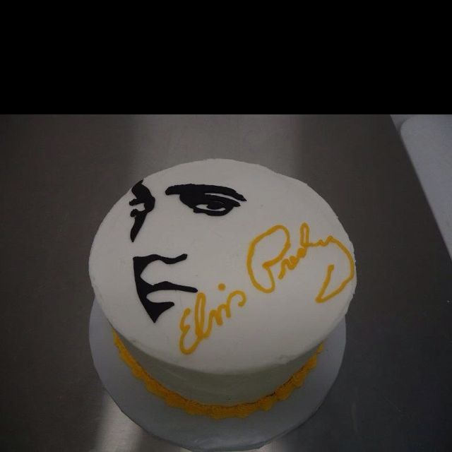 I want one for my birthday....Elvis Presley Cake