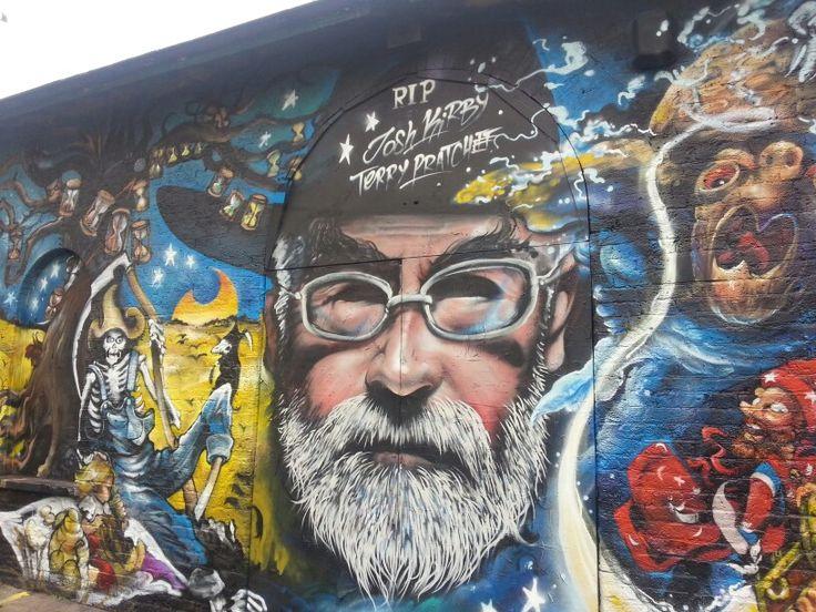 Terry Pratchett graffiti memorial 4.
