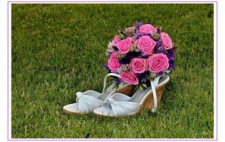 Svatební kytice z růží laděna do fialovo růžových tónů/ Květiny Fleurs #wedding #flower