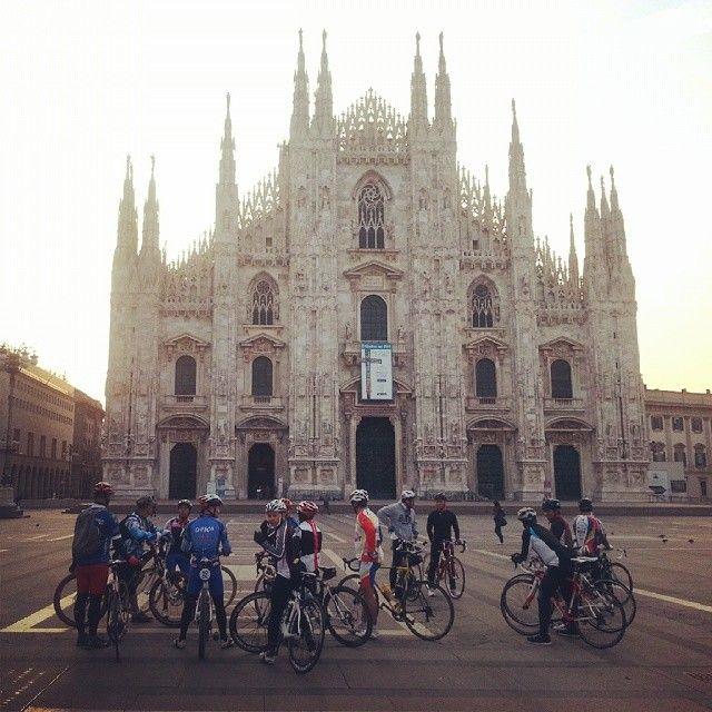anzu76 - Alba in piazza Duomo #FRandthecity #voteme #milano #bicicletta #biking