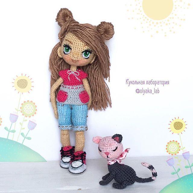 Алина с новой причёской  в маечке Гуляют по полянке  с кошечкой  При маме* #кукольнаялабораторияоля_ка #olyaka_lab
