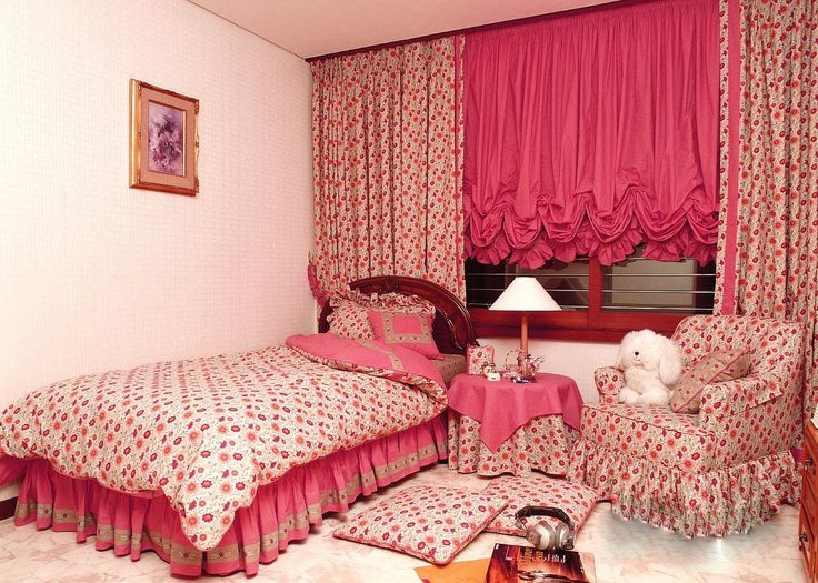 Малиновый цвет в детской комнате для девочки