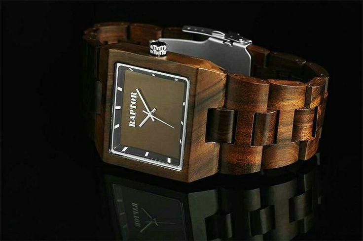 De trend van nu: Raptor horloge met houten band€79,95* *voor bestelling en levering>info@thebrickhouse.nl