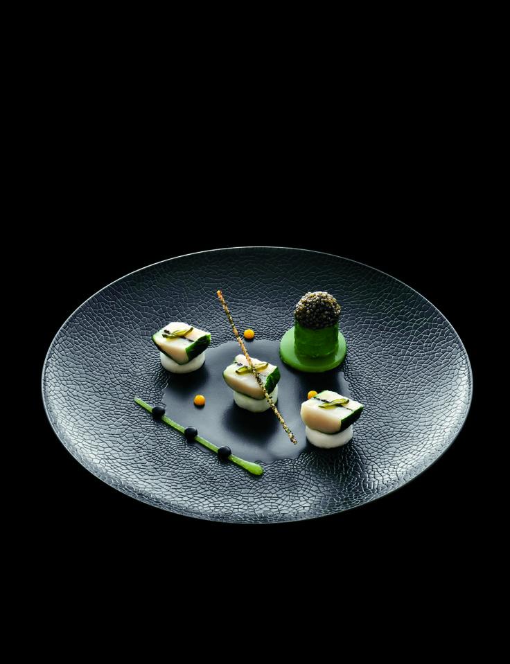 Marinated Scallps and Kabu Turnips -  Noix de Saint-Jacques Marinées, navet kabu au cédrat #plating #presentation