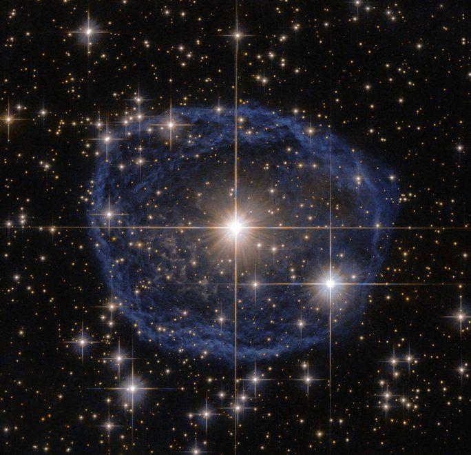 Il telescopio spaziale Hubble ha catturato una spettacolare immagine di una stella in procinto di esplodere. La 'bolla di sapone', come è stata