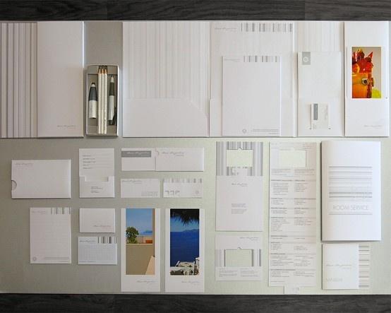 Hotel Stationary Project. Constellation Snow E/E33 - E33 Raster; Splendorgel Extra White.     Descrizione  Al centro del progetto integrato di design il bianco assoluto. Le proporzioni e le geometrie pure  caratterizzano ogni prodotto di Stationary Design. Insieme al bianco, l'argento ha il compito di creare chiaroscuri, di esaltare le forme e di interrompere o frazionare il bianco proprio come l'architettura crea contesti di luci ed ombre ed incornicia paesaggi.