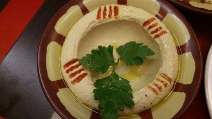 "In  arabo  ""Hummus"