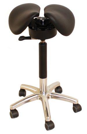 Satulatuoli on tosi hyvä varuste sähköpöydän kanssa käytettäessä. On mukava välillä istua satulatuolilla, jossa on ryhdikäs istuma-asento, jolloin selkä ei kipeydy.