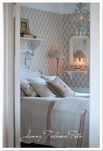 Guestroom in Swedish Gustavian style