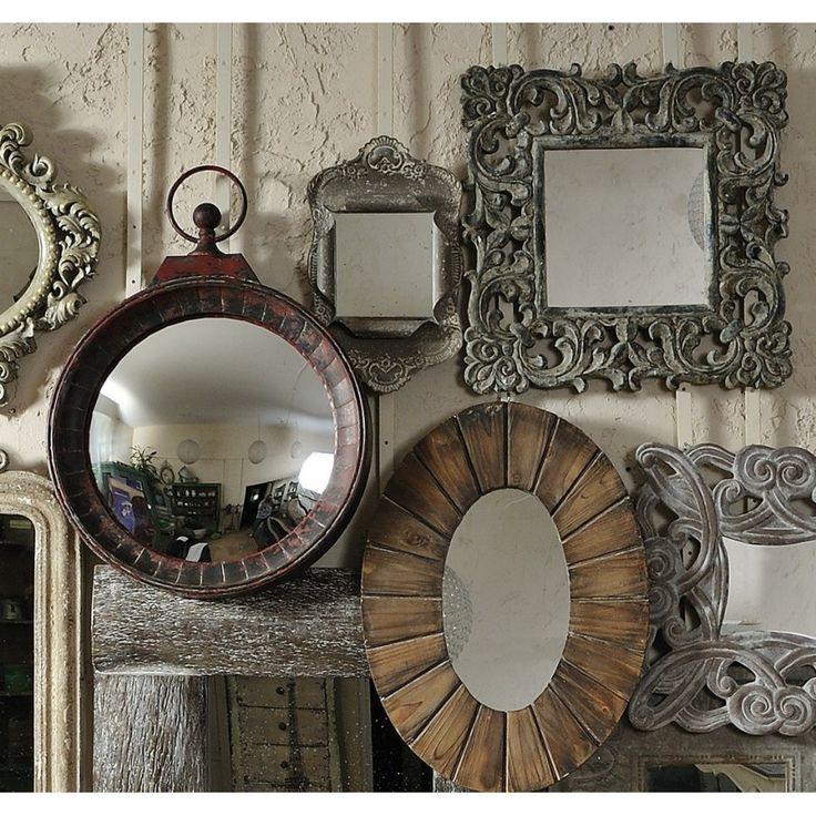 Niewielkie prowansalskie lustra Belldeco Grigio z ciekawą metalową ramą, która podkreśla ich urok i niepowtarzalność. Piękne kształty oraz zdobienia na ramach sprawiają, że stają się doskonałym dodatkiem do każdego wnętrza.