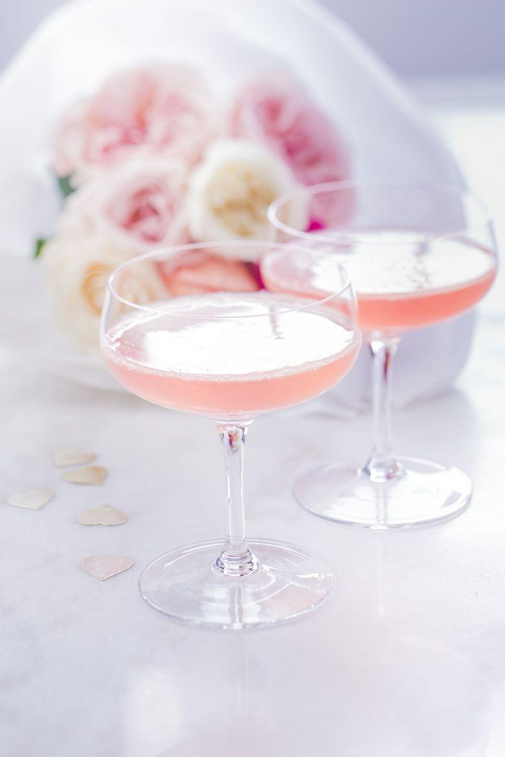 le cocktail des filles, champagne, sirop de rose, pour les occasion, anniversaire, communion, fiançailles, st valentin enterrement de vie de jeune fille, mariage.. photographie professionnelle, photographe culinaire, Marielys Lorthios  http://www.marielys-lorthios.com