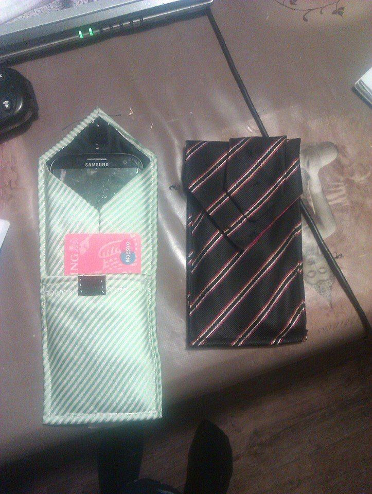 Recycle: tasjes voor mobieltjes en bankpasjes gemaakt van oude stropdassen
