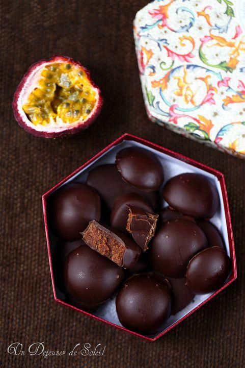 Chocolats fourrés à la ganache au fruit de la passion