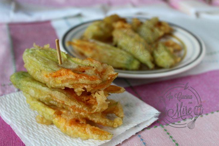 Vi sono tantissime ricette di frittelle di fiori di zucca, ma questa con la pastella con la pasta madre è veramente supercroccante.
